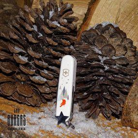 ⠀⠀⠀⠀⠀⠀⠀⠀⠀ ¿Eres de los que estas empezando a buscar regalos para estas Navidades? 🤶❄ ⠀⠀⠀⠀⠀⠀⠀⠀⠀ Aquí tenemos el regalo ideal, una navaja de bolsillo hecha en Suiza🏔y es una edición limitada💎hay 12,000 piezas en todo el mundo🌎🌍 ⠀⠀⠀⠀⠀⠀⠀⠀⠀ La nueva Super Tinker Winter Magic Edición 2019🧐⠀⠀⠀⠀⠀⠀⠀⠀⠀ Sus cachas vienen impresas con un motivo invernal🐿🦌, navideño❄y lleva también un amuleto que es un diseño de una estrella⭐💫🌟 ⠀⠀⠀⠀⠀⠀⠀⠀⠀ 👉Consulta nuestra web y haz tu compra🛒🛍 www.cuchillerialasburgas.com ⠀⠀⠀⠀⠀⠀⠀⠀⠀ No te quedes sin una exclusiva navaja❗❗ ⠀⠀⠀⠀⠀⠀⠀⠀⠀ #cuchillerialasburgas #myvictorinox #victorinoxswissarmy #experiencia #coleccionistanavajas #colecciones #exclusividad #exclusiva #navajasuiza #knifecollection #knife #knivesofinstgram #knivelover #knifefanatic #edc #victorinoxcollection #victorinoxswissarmy #swissmade #victorinoxtinker #navidad2019
